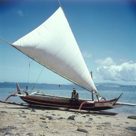 proa boat sailing boats lateen sailboats wikipedia sail dhow canoe ships encyclopedia retractable yacht outrigger het masts met vinta mast