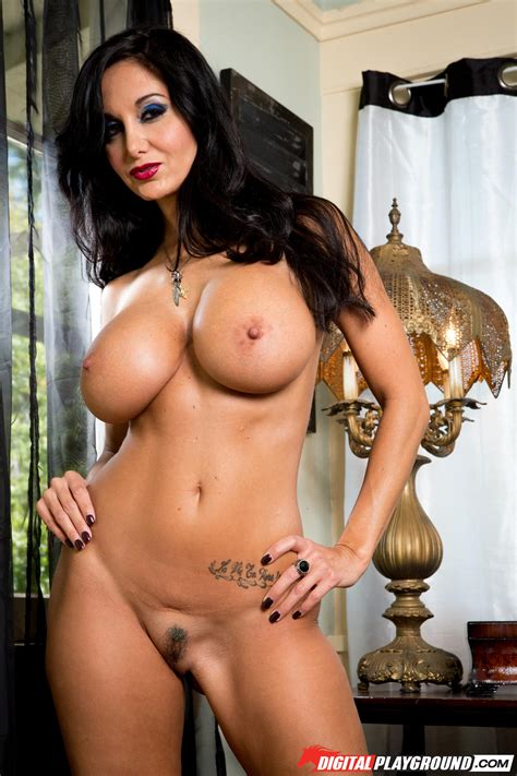 Busty Brunette Likes Showing Her Nipples Photos Ava