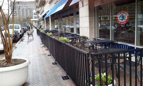 is sea foods sidewalk seating arlnow