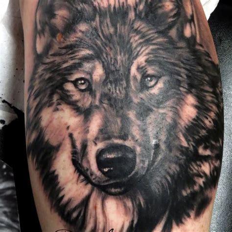 photo de tatouage loup realiste tatouage dun portrait de