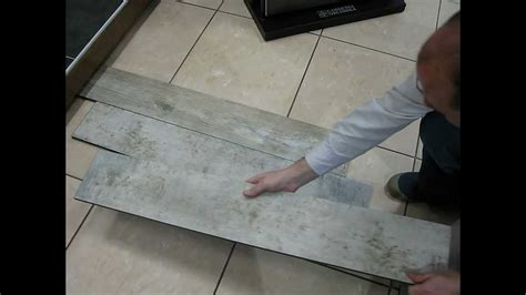 pose de carrelage sans colle carrelage parquet pour la r 233 novation sans colle et sans joint pour int 233 rieur avi