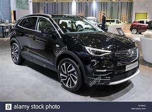 Opel Grand Land X : brussels jan 10 2018 opel grandland x new suv car shown at the stock photo 172901738 alamy ~ Medecine-chirurgie-esthetiques.com Avis de Voitures