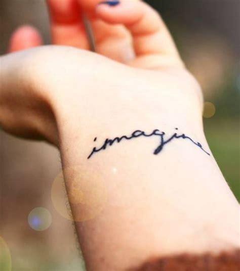 photo tatouage phrase poignet