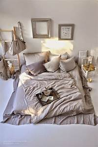 Bett Auf Boden : matratze auf dem boden ohne bettgestell hat man gleich viel mehr platz und es sieht viel ~ Markanthonyermac.com Haus und Dekorationen