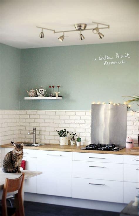 cuisine blanc laque cuisine blanc laqué plan travail bois couleur