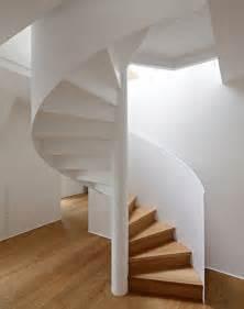 dachboden treppen über 1 000 ideen zu spindeltreppen auf geschäftsgebäude aus metall wendeltreppe