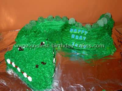 coolest alligator  crocodile cake decoration idea