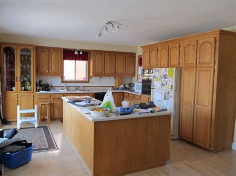peindre armoire de cuisine en chene frais bricolage peinture chêne armoires de cuisine blanc