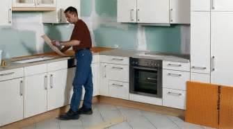 refaire sol cuisine comment recouvrir un plan de travail en carrelage 28