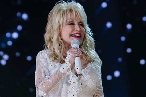 Dolly Parton Will Keep Spreading Christmas Cheer With CBS ...