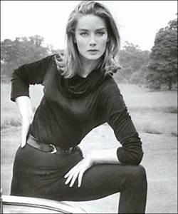 Tania Mallet | Chicks of the swinging 60's | Pinterest ...