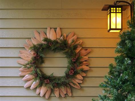 garland for decorating fences how to make a wreath from fence pieces and garland diy home decor and decorating ideas diy