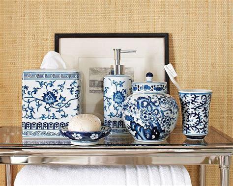 Dose of Design: Love it!   Blue & White bath accessories
