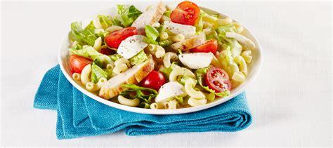 cuisiner des courges salade césar avec poulet et macaroni au fromage recette