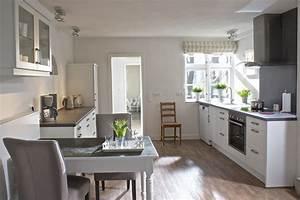 Küche Mit Integriertem Essplatz : kuche mit integriertem essplatz ~ Markanthonyermac.com Haus und Dekorationen