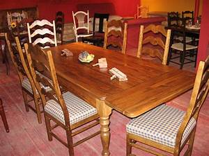 Table En Bois Massif De Style Champtre Ou Rustique