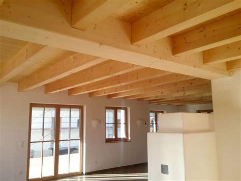 Moderne Holzdecken Preiswert Und Komfortabel by Holzdecken