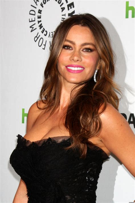 sofia vergara facebook sofia vergara signs licensing deal with rooms to go