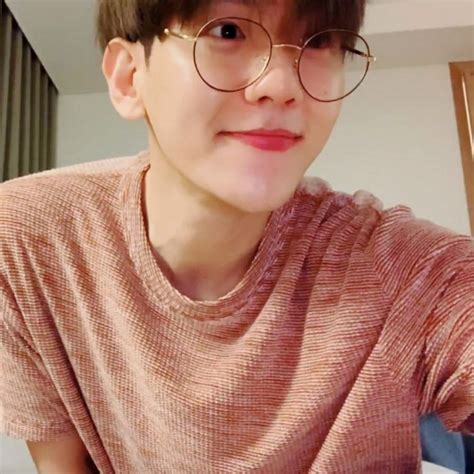 Baekhyun wears glasses and that s creating buzz right now