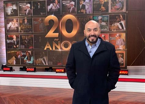 Check out featured articles and pictures of lupillo rivera the couple separated between 2009 and 2011, when the singer was in california filming her movie, the love is over. Lupillo Rivera muestra su peor cara de cuarentena   La Sirena