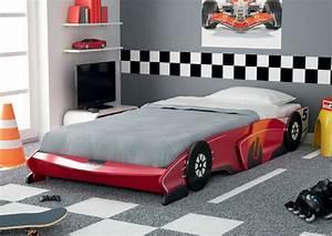 Lit Voiture Garcon : lit voiture rouge secret de chambre ~ Teatrodelosmanantiales.com Idées de Décoration