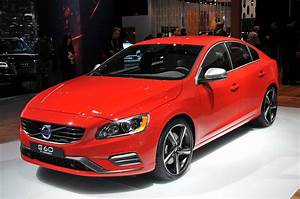 Volvo S60 R : volvo rolls out new r design versions of s60 xc60 and new v60 autoblog ~ Medecine-chirurgie-esthetiques.com Avis de Voitures