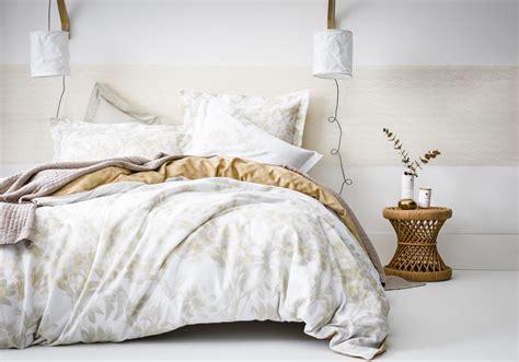 la chambre blanche une chambre blanche rehaussée d une large frise ocre la