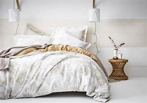 Deco Chambre Blanche : une chambre blanche rehauss e d une large frise ocre la ~ Zukunftsfamilie.com Idées de Décoration