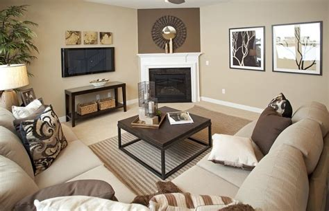 Living Room With Sectional And Corner Fireplace by 25 Best Ideas About Corner Fireplace Layout On