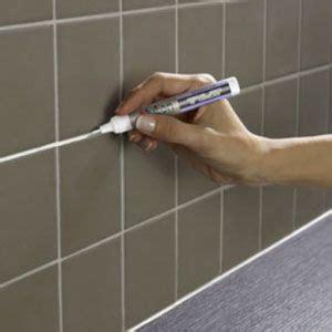 renover les joints de carrelage r 233 nover des joints carrelage avec le stylo peinture julien joint de carrelage carrelage blanc