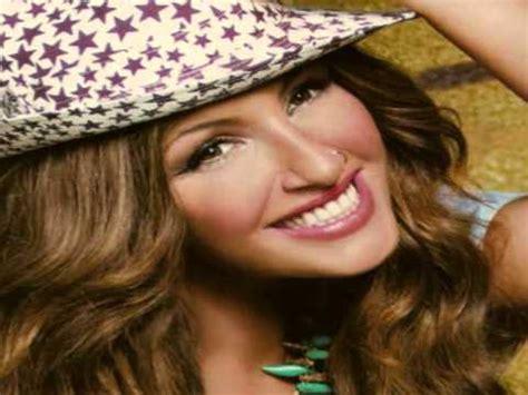 H γνωστή τραγουδίστρια αποκάλυψε ότι ο σύζυγός της ανδρέας καψάλης της έχει ζητήσει να μην μιλάει για εκείνον δημόσια και για αυτό εκείνη είναι φειδωλή σε όλα όσα λέει. ΕΛΕΝΑ ΠΑΠΑΡΙΖΟΥ - ΠΟΙΟΣ - YouTube