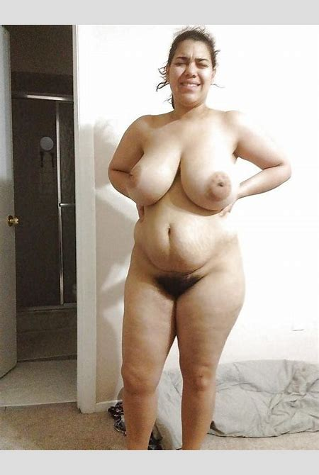 Latina BBW posing naked and showing off her bush - Pichunter