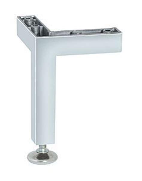 pied reglable pour meuble cuisine pied de meuble aluminium cuisinesr ngementsbains