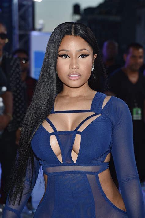 (HQ) Nicki Minaj on the VMAs 2016 White Carpet. | Mtv ...