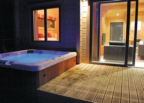 accommodation tub find and luxury spa hotels with tubs in room