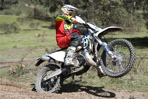 Review Husqvarna Te 300 by Review 2017 Husqvarna Te 300 Motoonline Au