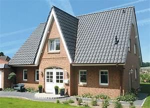Holzfassade Streichen Preis : die besten 25 friesenhaus ideen auf pinterest haus bodenbelag wei er bodenbelag und ~ Markanthonyermac.com Haus und Dekorationen