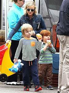 Amy Poehler & Her Sons Visit a Farmers Market - Kids ...