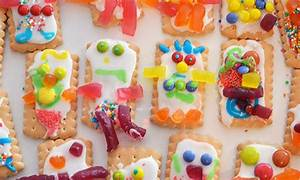 Fun ways for the kids to decorate biscuits - Kidspot