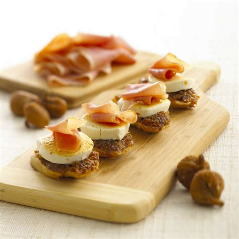 goats cheese canape recipes goat cheese fig and prosciutto crostini bigoven 188466