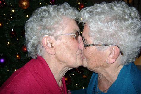 tweeling chris en nel gerrits  jaar wijchensnieuwsnl