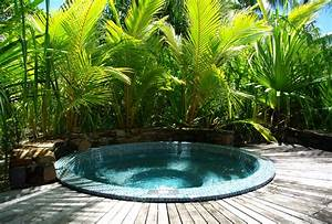 How To Choose The Outdoor Jacuzzi