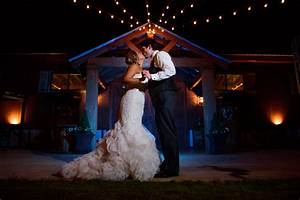 tips for using off camera flash at weddings With flash modifiers for wedding photography