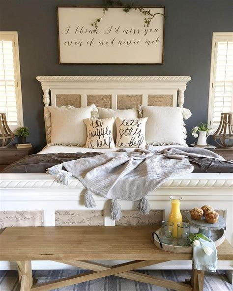 rustic farmhouse style master bedroom ideas 1 decoredo