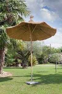 Parasol En Paille : parasol en bambou ou paille rev tements modernes du toit ~ Teatrodelosmanantiales.com Idées de Décoration