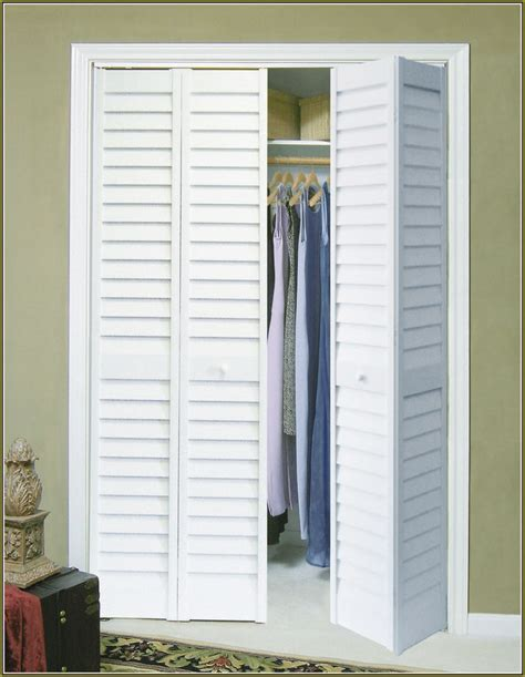 collapsible closet doors 25 best ideas about folding closet doors on