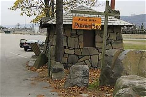 Boat Basin Entrance by Palisades Interstate Park Northern Section Hike