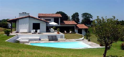 plan maison à étage 4 chambres villa basque avec piscine locations villas de charme ou