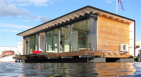 fishing vacation  amazing houseboats