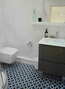 Carreaux De Ciment Salle De Bain : sol salle de bain en carreaux de ciment bleu motif mosaique ~ Melissatoandfro.com Idées de Décoration